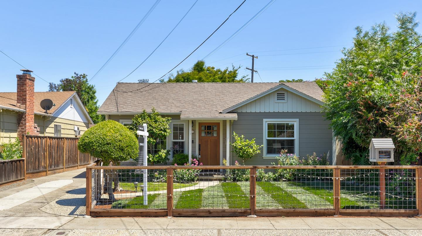 Detail Gallery Image 1 of 1 For 216 Brooklyn Ave, San Jose,  CA 95128 - 3 Beds | 1/1 Baths