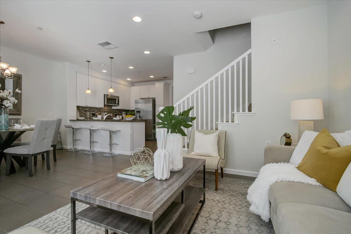 Detail Gallery Image 1 of 1 For 630 Bair Island Rd #106,  Redwood City,  CA 94063 - 3 Beds   2/1 Baths