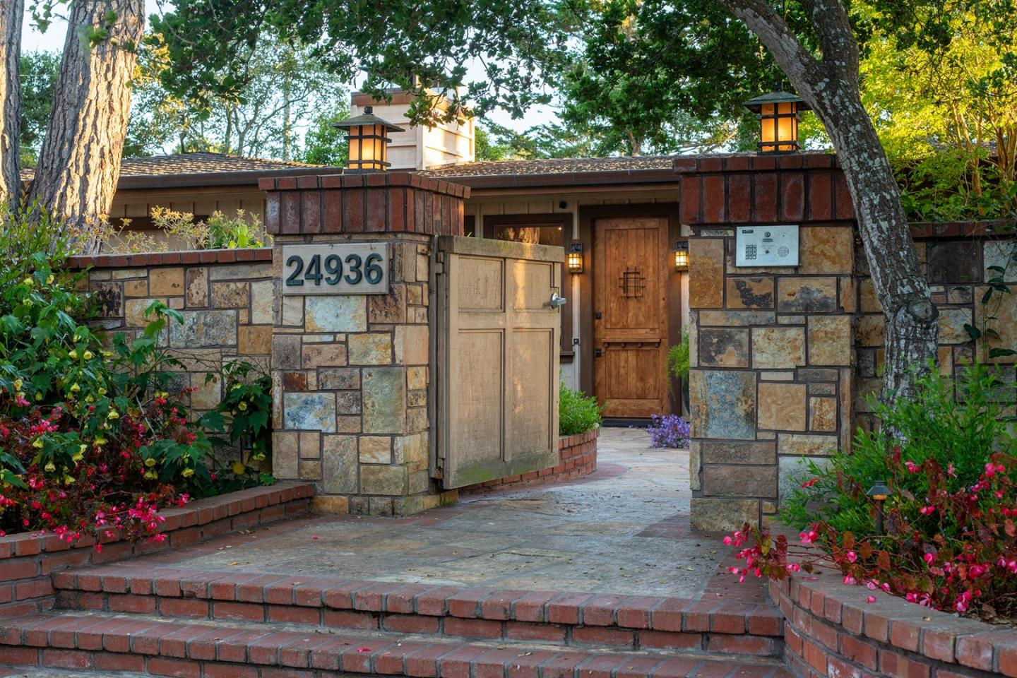 Detail Gallery Image 1 of 1 For 24936 Valley Way, Carmel,  CA 93923 - 4 Beds   2/1 Baths