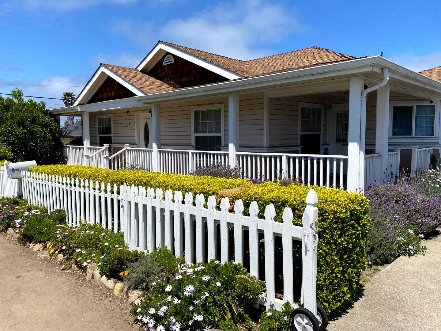 Photo of 515 Francis AVE, SEASIDE, CA 93955