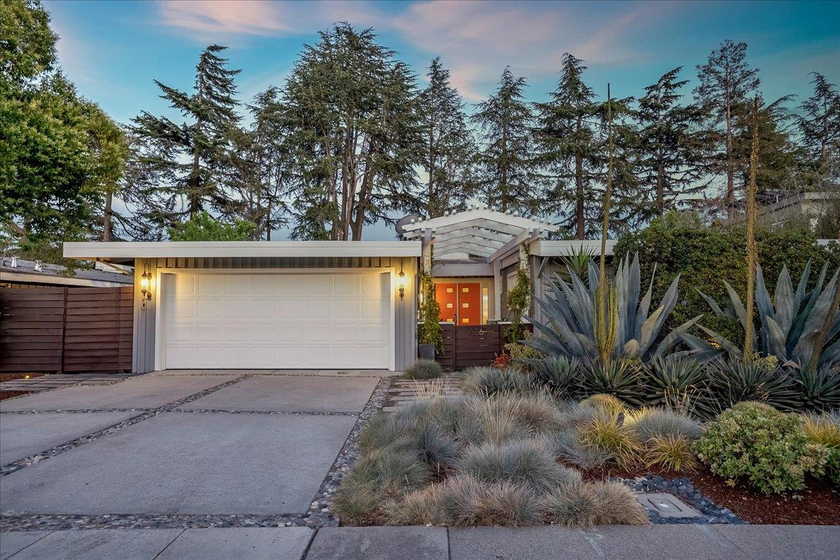 Detail Gallery Image 1 of 1 For 836 Southampton Dr, Palo Alto,  CA 94303 - 4 Beds | 3/1 Baths