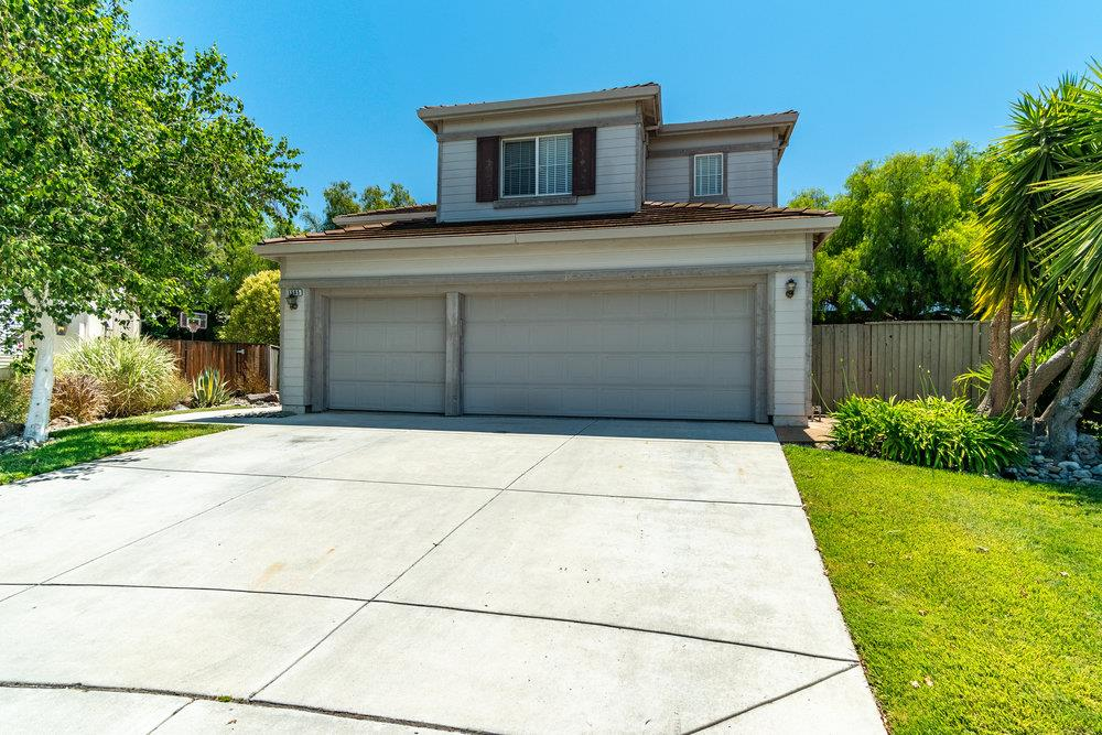 Detail Gallery Image 1 of 1 For 1505 Liberty Ct, Hollister,  CA 95023 - 4 Beds   3 Baths