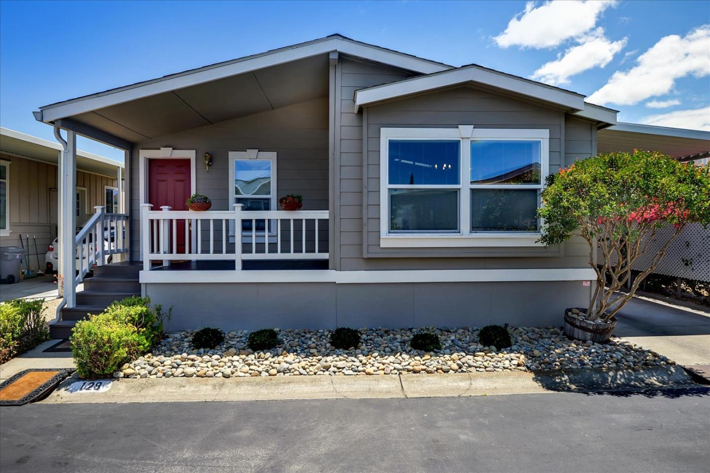 Detail Gallery Image 1 of 18 For 433 Sylvan Ave #128,  Mountain View,  CA 94041 - 3 Beds   2 Baths