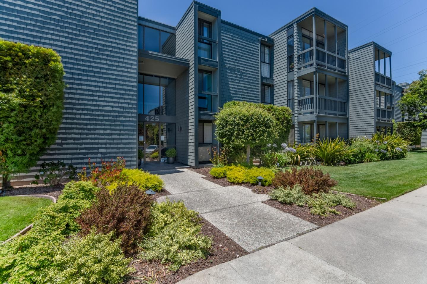 Detail Gallery Image 1 of 19 For 425 Anchor Rd #315,  San Mateo,  CA 94404 - 2 Beds | 1 Baths