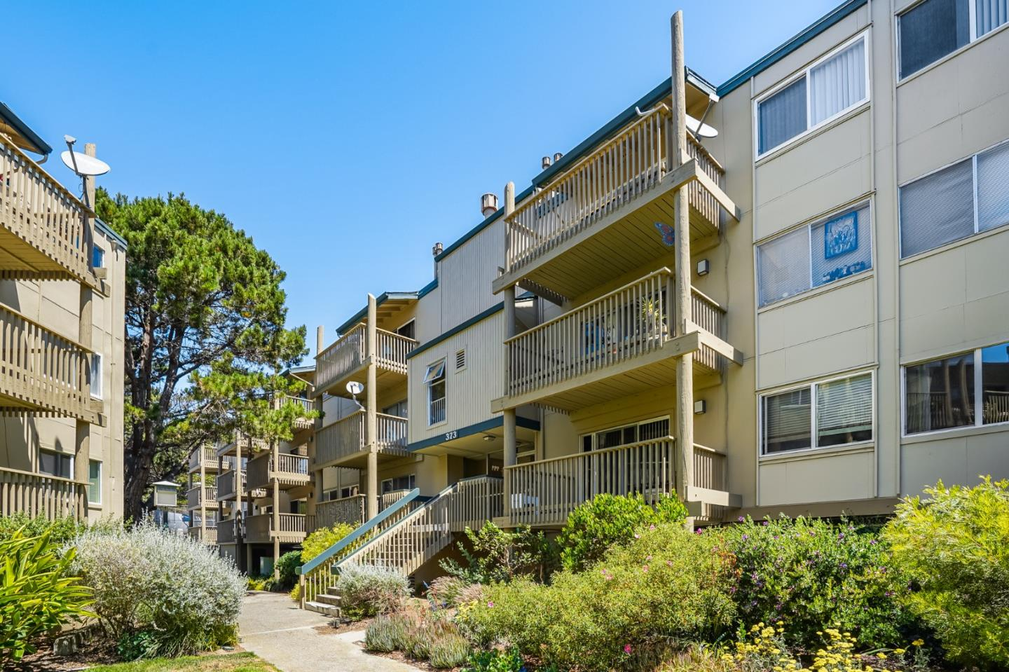 Detail Gallery Image 1 of 1 For 373 Half Moon Ln #202,  Daly City,  CA 94015 - 2 Beds   2 Baths