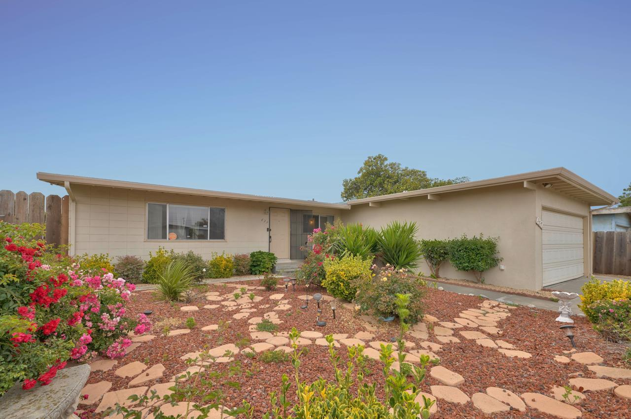 Detail Gallery Image 1 of 1 For 637 Vassar Ave, Salinas,  CA 93901 - 3 Beds   2 Baths