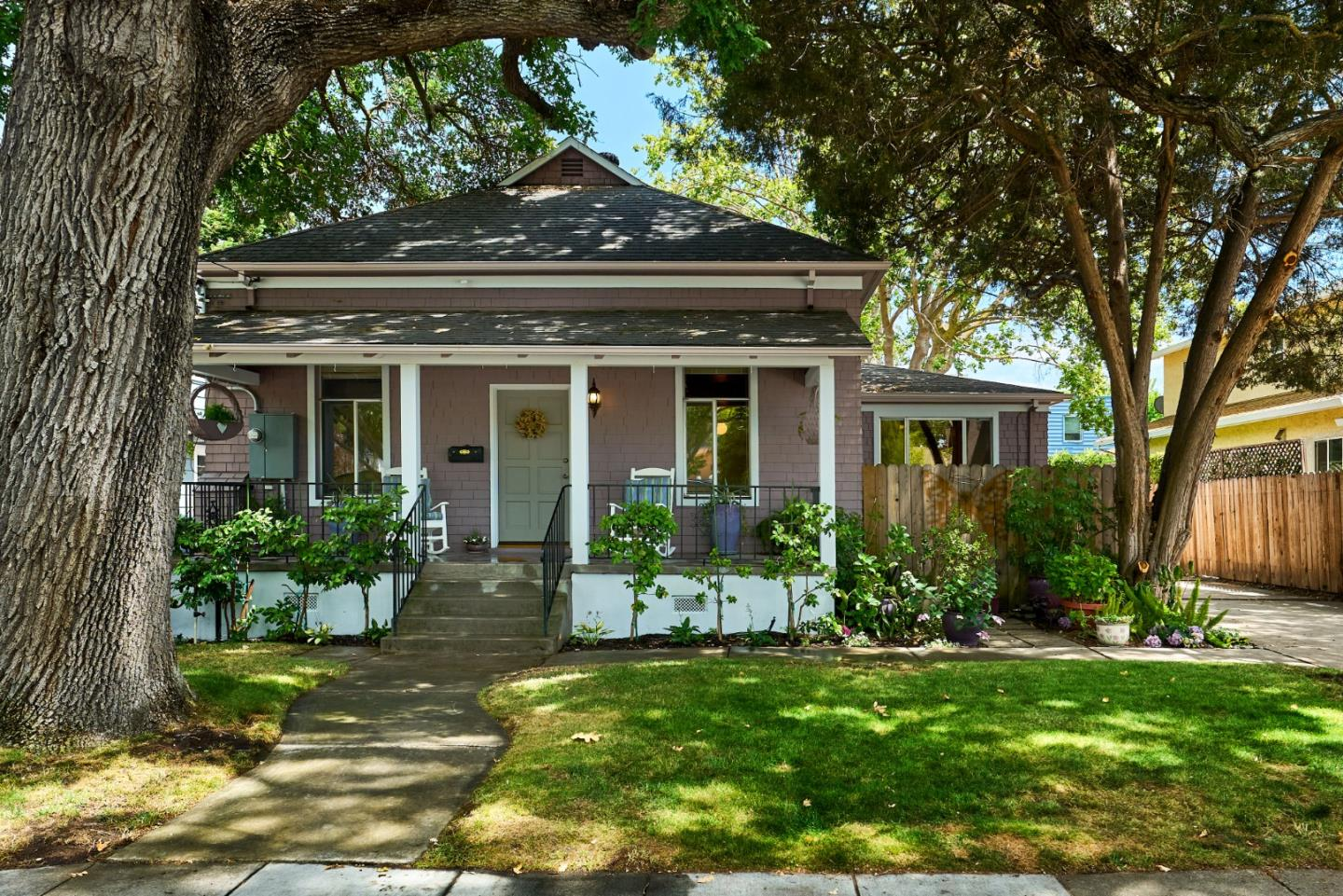 Detail Gallery Image 1 of 1 For 1067 College Ave, Palo Alto,  CA 94306 - 2 Beds   2 Baths