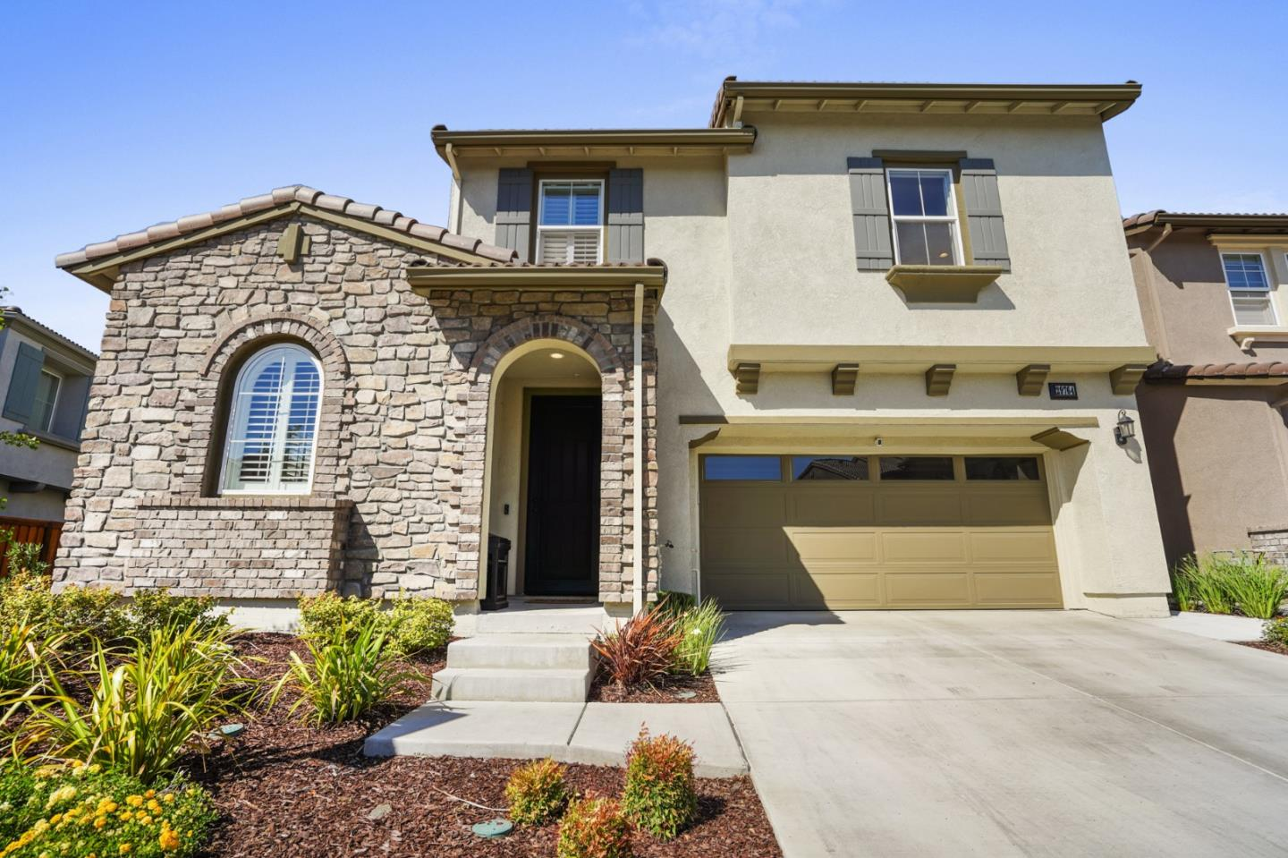 Detail Gallery Image 1 of 57 For 29764 Cantera Dr, Hayward,  CA 94544 - 5 Beds   3 Baths