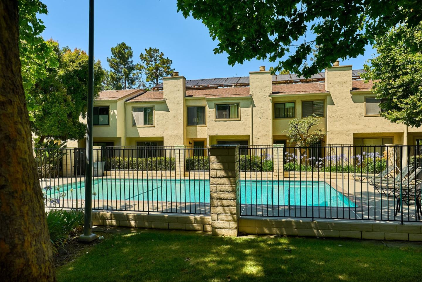 Detail Gallery Image 1 of 1 For 17 Moonbeam Dr, Mountain View,  CA 94043 - 3 Beds | 2/1 Baths
