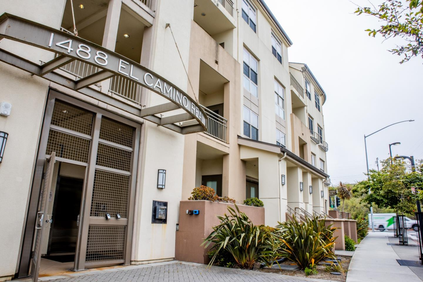 Detail Gallery Image 1 of 1 For 1488 El Camino Real #314,  South San Francisco,  CA 94080 - 1 Beds   1 Baths