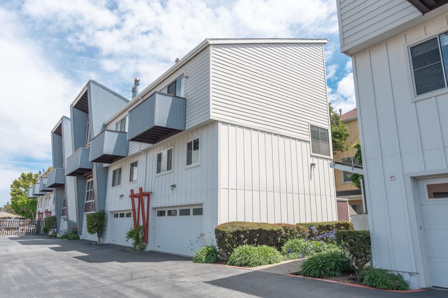 Detail Gallery Image 1 of 1 For 2044 S Delaware St, San Mateo,  CA 94403 - 2 Beds | 1 Baths