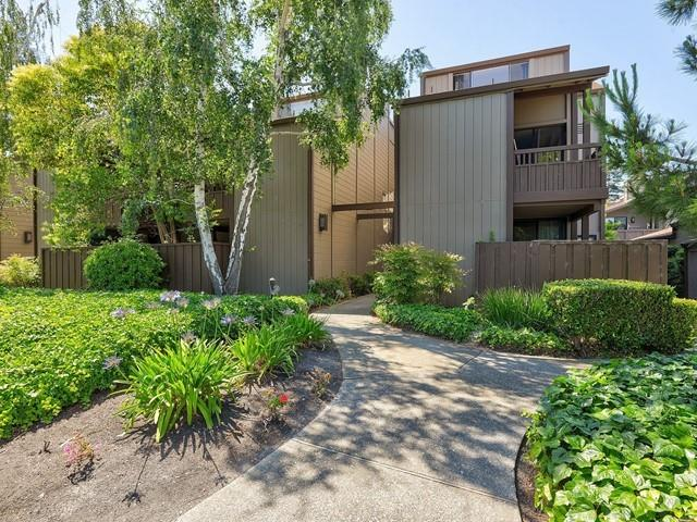 Detail Gallery Image 1 of 1 For 2040 W Middlefield Rd #11,  Mountain View,  CA 94043 - 2 Beds   2 Baths