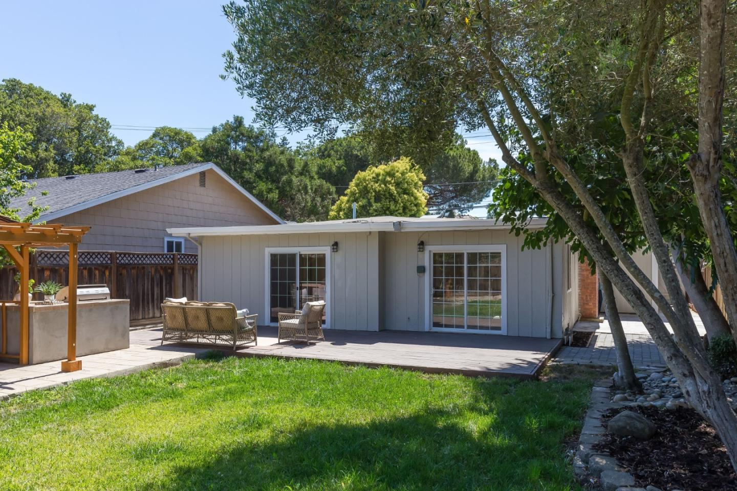 Detail Gallery Image 1 of 1 For 552 Marsh Rd, Menlo Park,  CA 94025 - 3 Beds   2 Baths