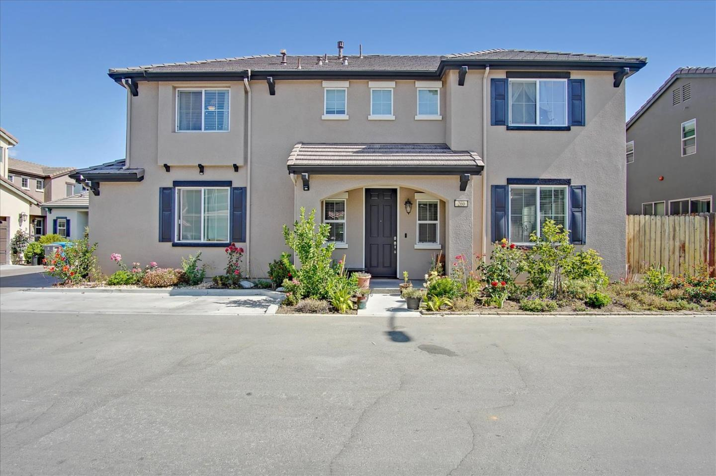 Detail Gallery Image 1 of 36 For 260 Slate Ave, Hollister,  CA 95023 - 3 Beds | 2/1 Baths