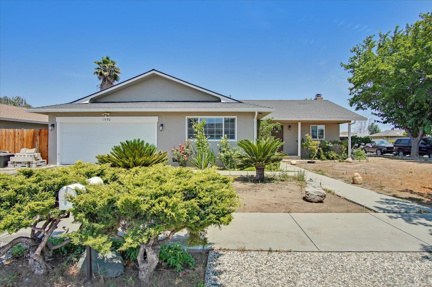 Detail Gallery Image 1 of 1 For 1590 Sunset Dr, Hollister,  CA 95023 - 3 Beds | 2 Baths