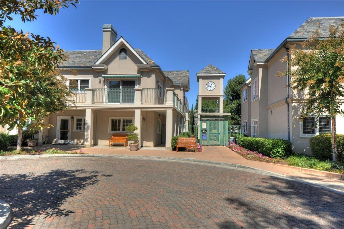 Detail Gallery Image 1 of 1 For 1 W Edith Ave #B210,  Los Altos,  CA 94022 - 2 Beds | 2 Baths