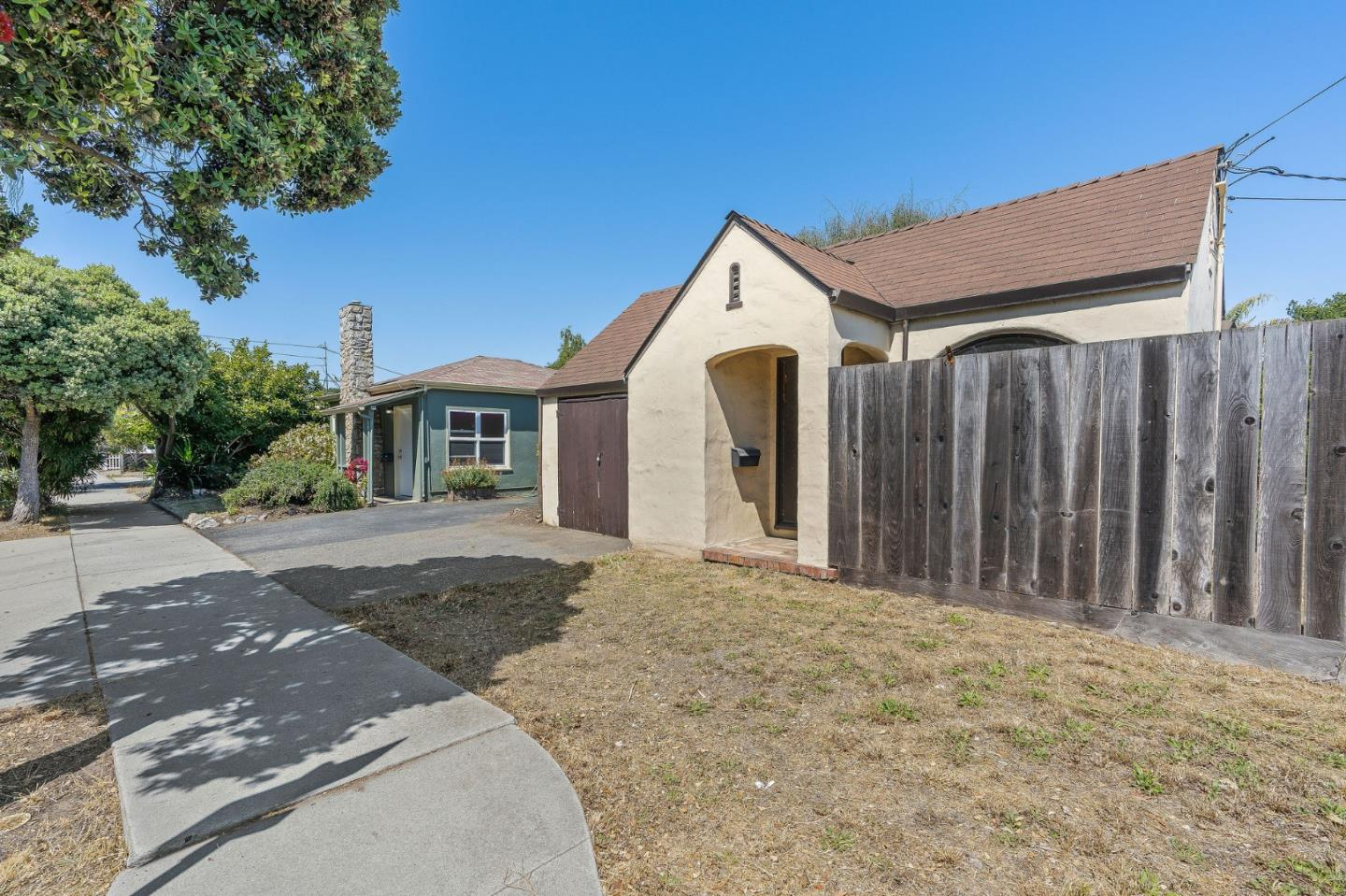 Detail Gallery Image 1 of 1 For 400 7th Ave, Santa Cruz,  CA 95062 - 1 Beds   1 Baths