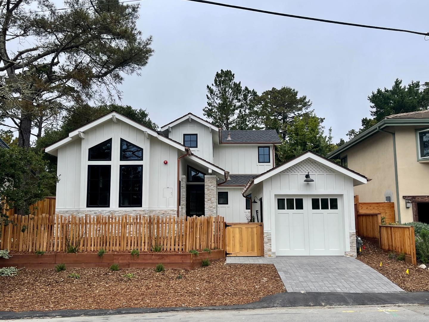 Detail Gallery Image 1 of 17 For Second Avenue 2 Ne Guadalupe St, Carmel,  CA 93923 - 3 Beds | 2/1 Baths