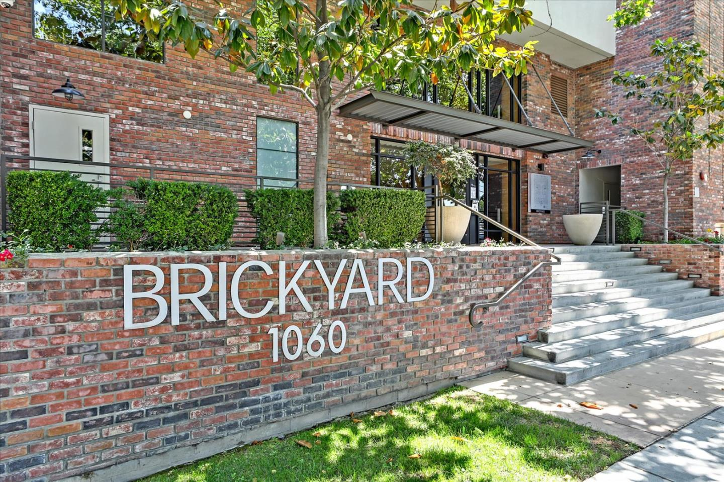 Detail Gallery Image 1 of 37 For 1060 S 3rd St #131,  San Jose,  CA 95112 - 1 Beds   1 Baths