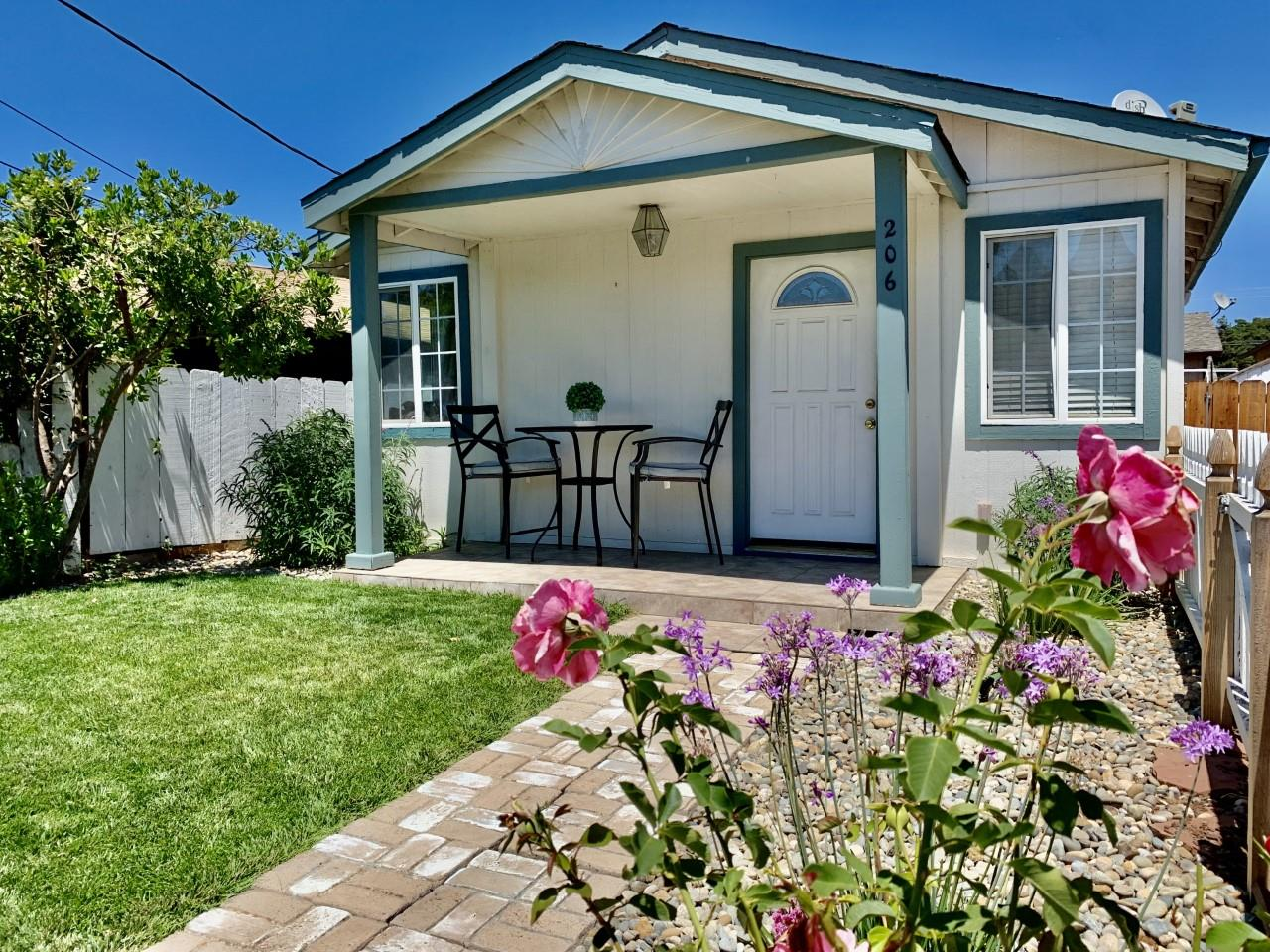 Detail Gallery Image 1 of 26 For 206 5th St, San Juan Bautista,  CA 95045 - 2 Beds   1 Baths
