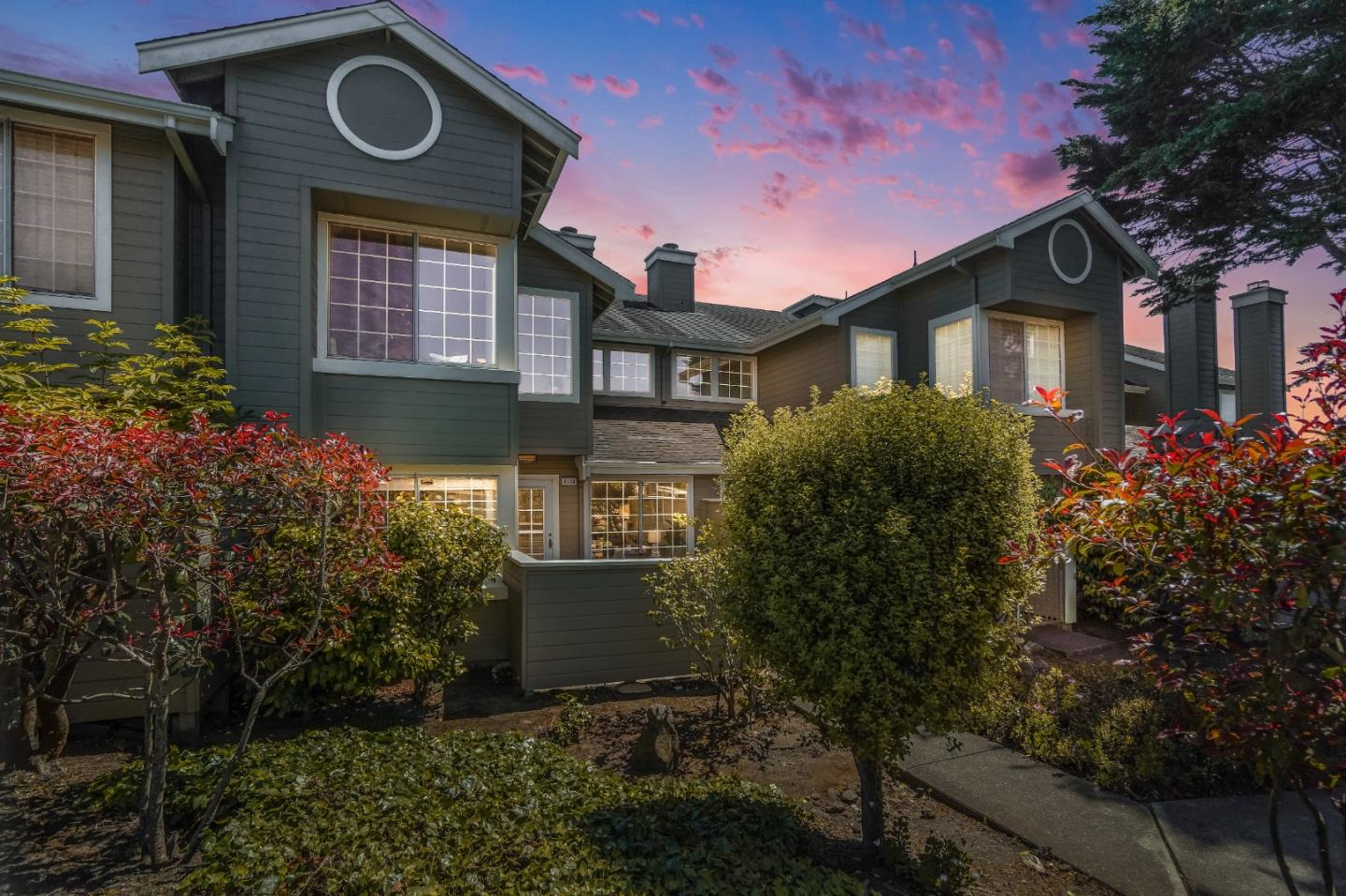 Detail Gallery Image 1 of 1 For 1004 Arlington Ln, Daly City,  CA 94014 - 2 Beds | 2/1 Baths