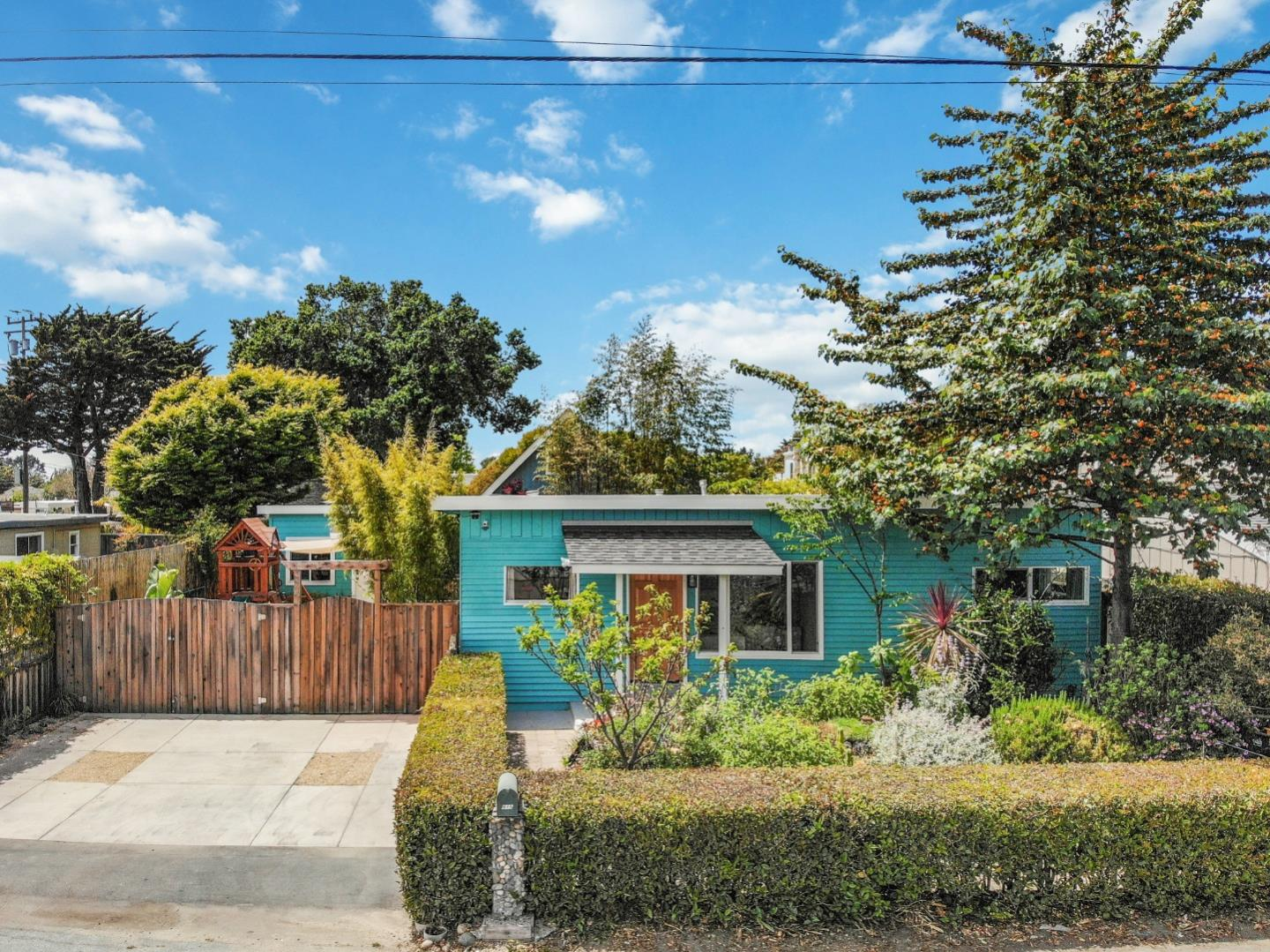 Detail Gallery Image 1 of 1 For 815 35th Ave, Santa Cruz,  CA 95062 - 3 Beds | 1 Baths