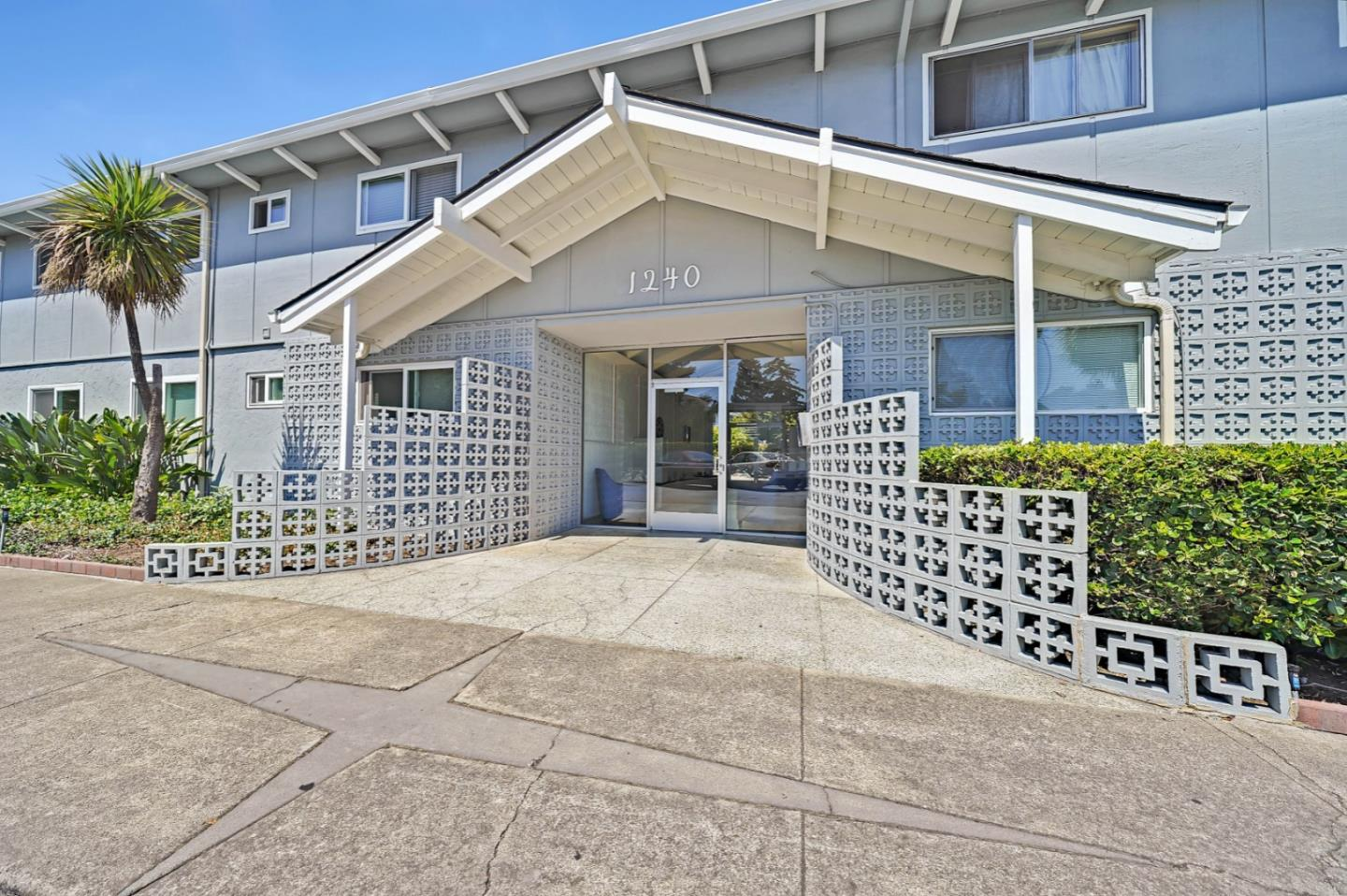 Detail Gallery Image 1 of 40 For 1240 Woodside Rd #2,  Redwood City,  CA 94061 - 2 Beds | 2 Baths