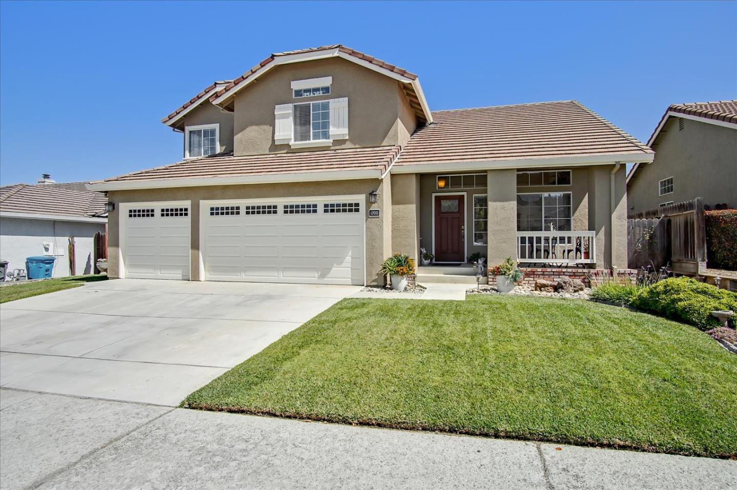Detail Gallery Image 1 of 61 For 1700 Hemlock Ct, Hollister,  CA 95023 - 4 Beds   3 Baths