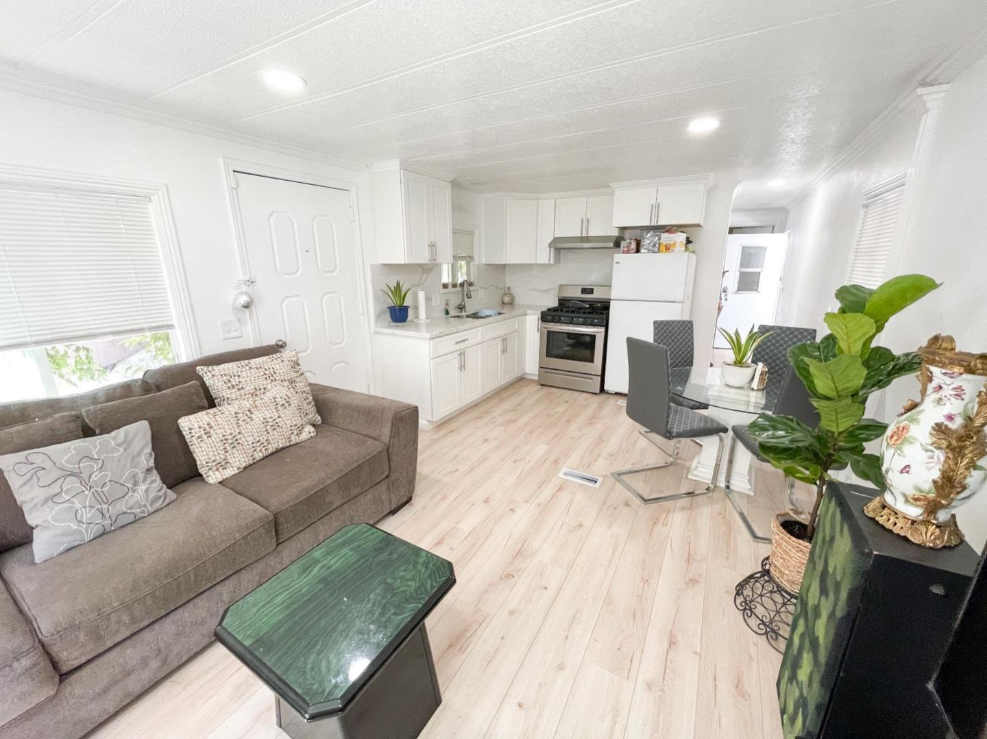 Detail Gallery Image 1 of 11 For 1850 Evans Ln #76,  San Jose,  CA 95125 - 1 Beds | 1 Baths