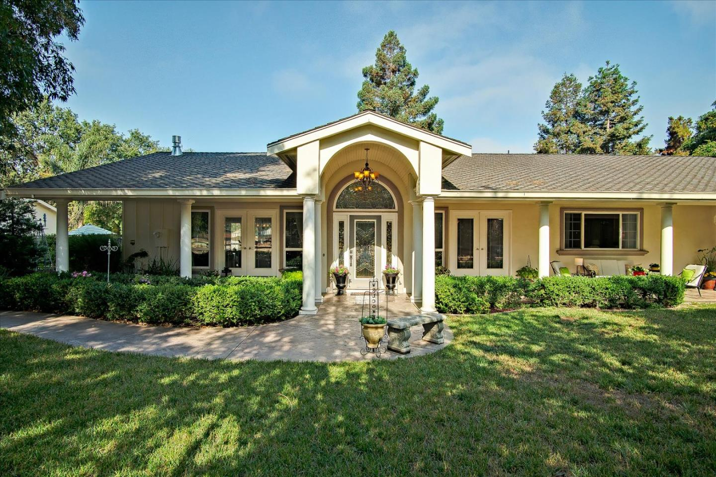 Detail Gallery Image 1 of 1 For 1519 Hillcrest Rd, Hollister,  CA 95023 - 3 Beds | 2 Baths