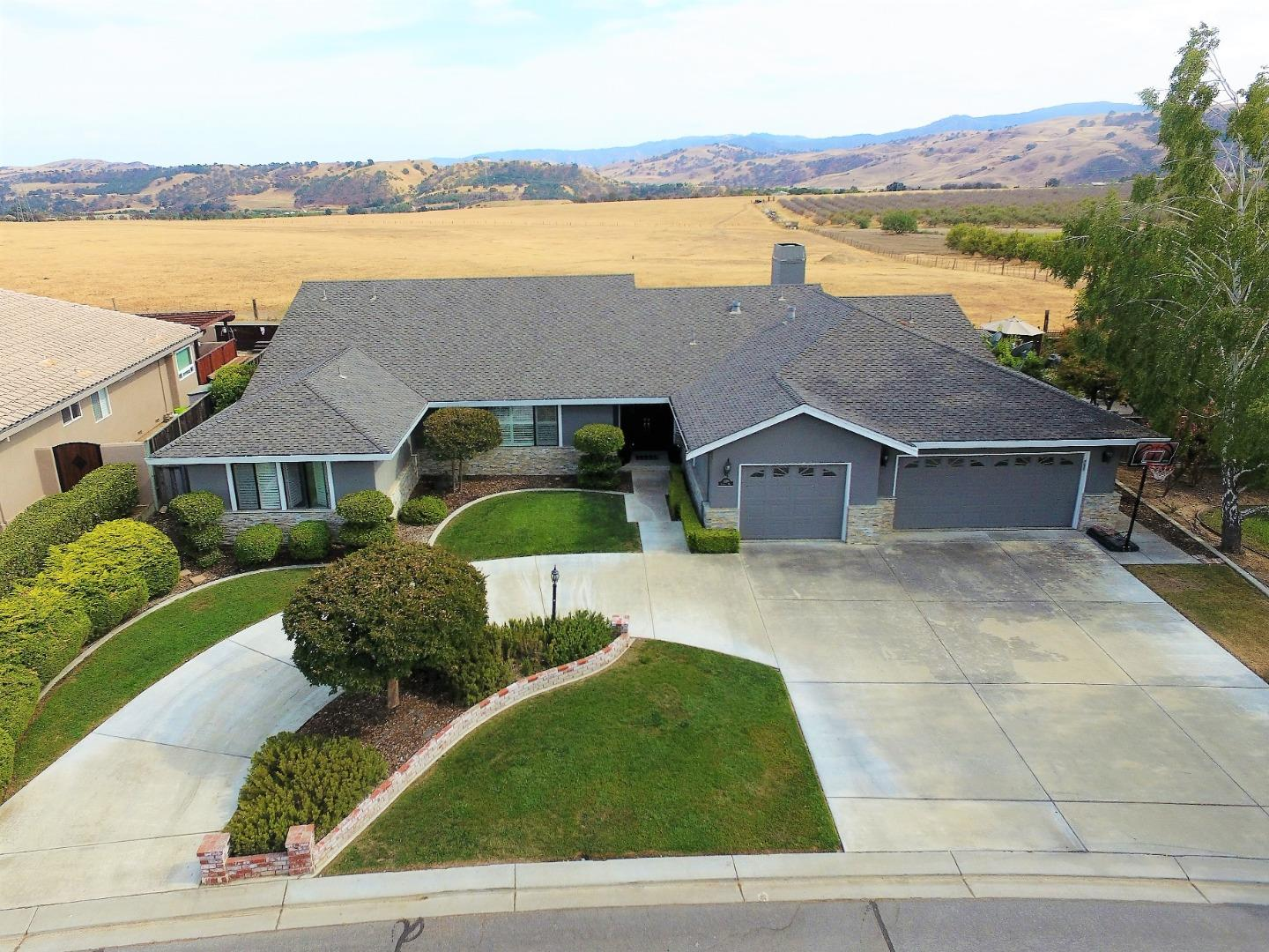 Detail Gallery Image 1 of 57 For 1320 Sonnys Way, Hollister,  CA 95023 - 4 Beds   3/1 Baths