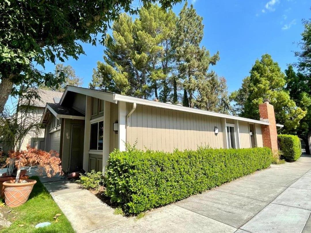 This spacious One-level, End Unit, 2 bed 2 bath Townhouse is peacefully located on a quiet, tree-lined community within Cupertino's most desired, gated neighborhoods! De Anza Oaks. Open Floorplan w/ soaring vaulted ceilings. Updated kitchen and bathrooms, electric stove. Remodeled master bath with stall shower. Forced heat & AC, dual paned windows. Oversized back yard perfect for entertaining. Top Cupertino schools: Stevens Creek Elementary, Kennedy Middle and Monta Vista High. The neighborhood offers an amazing environment with lovely mature landscaping, junior Olympic size pool, community clubhouse, children's playground and expansive green areas and walking paths.