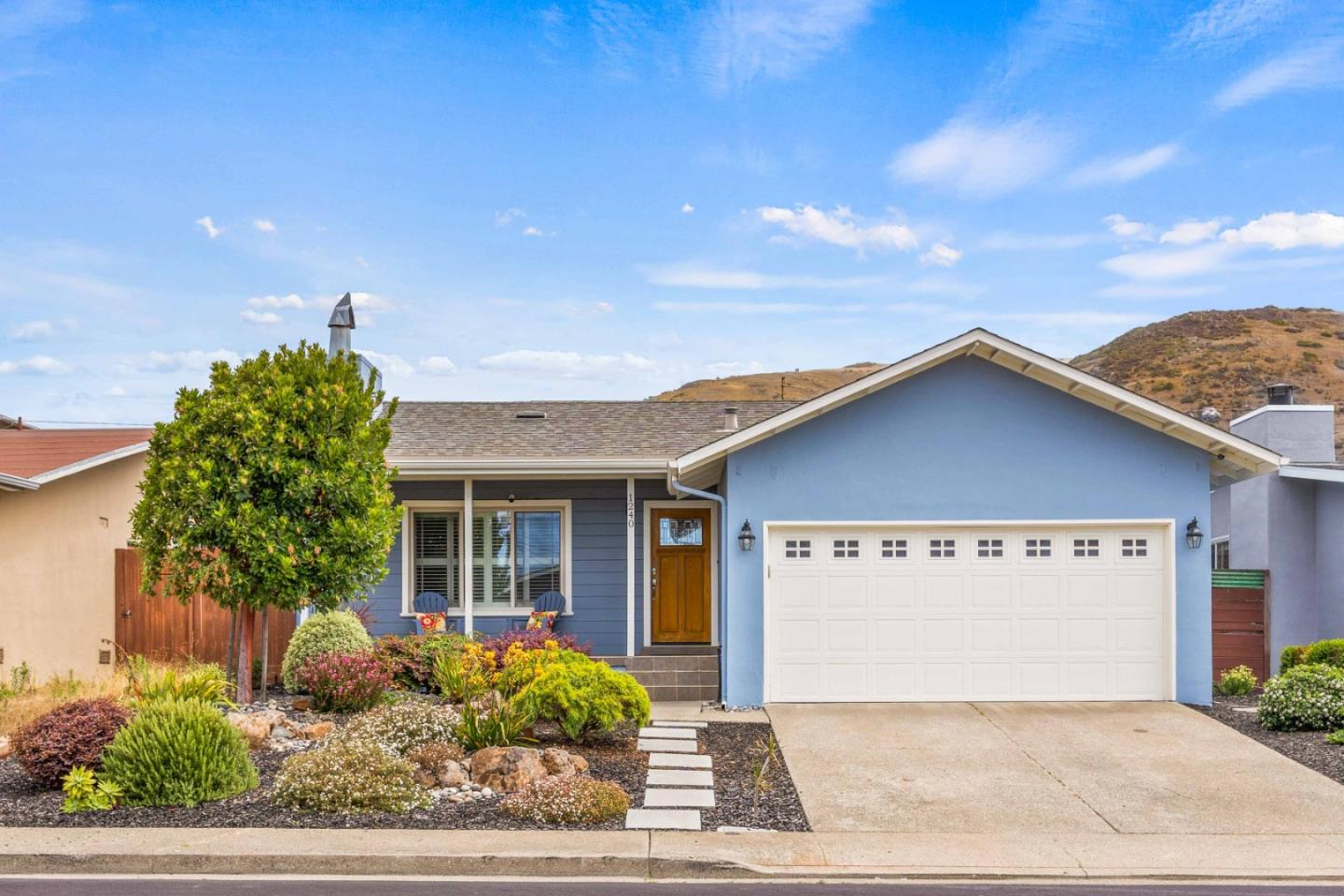 Sharp, sunny well cared  home in Sunshine Gardens.  Fabulous kitchen/family room that has been extended.  Orginial hardwood floors recently refinished, freshly painted.  This is a must see!