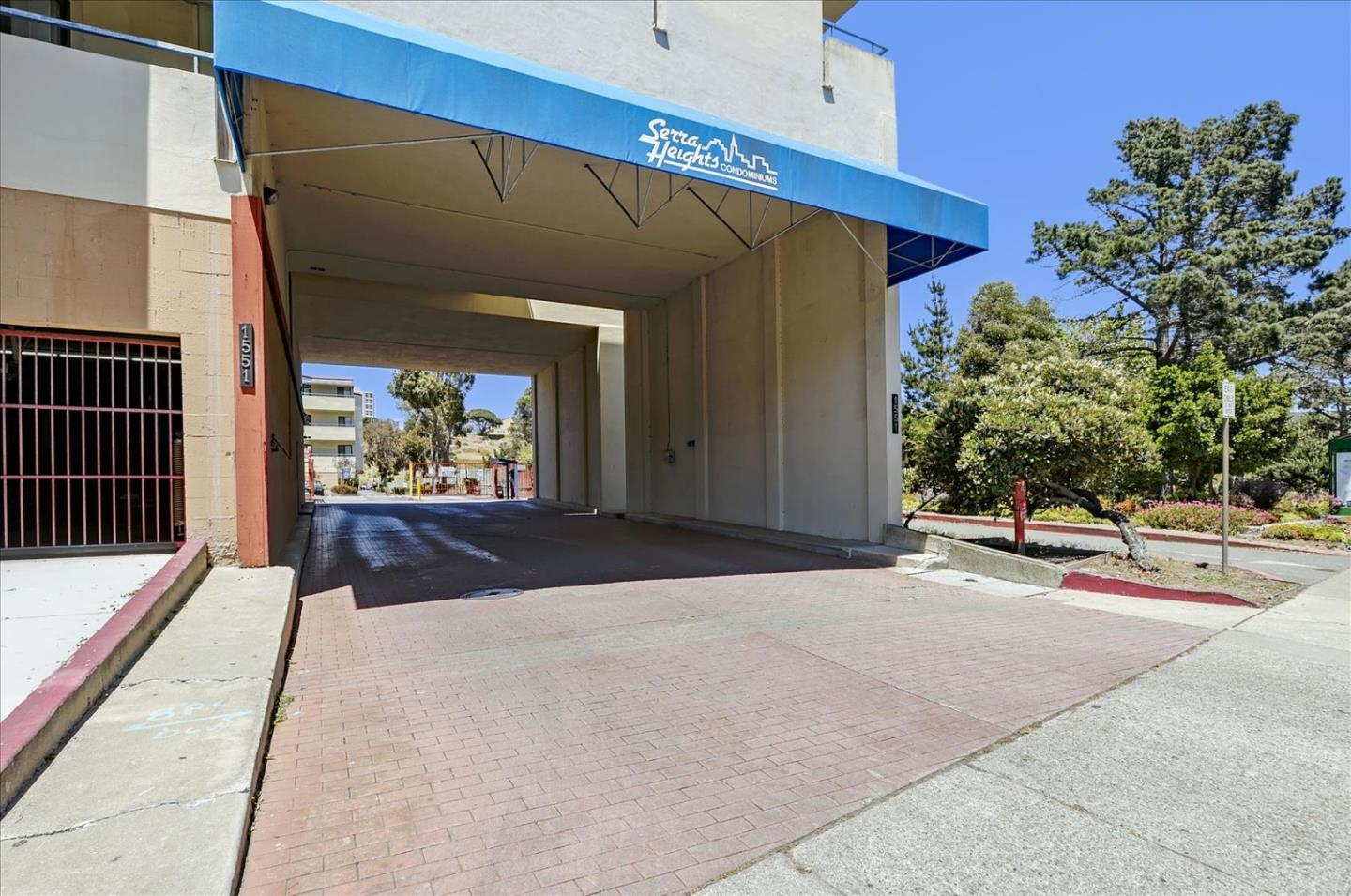 Location! Location! Location! 2 Bedroom, 2 Bath plus Den.  Top Corner Unit.  Lots of natural light with large windows.  Open Floor Plan with access to terrace.  Carpet throughout, vinyl floor kitchen , bathroom with stone tiled.  Close to shopping, easy access to freeway 280, minutes from Daly City Bart Station.