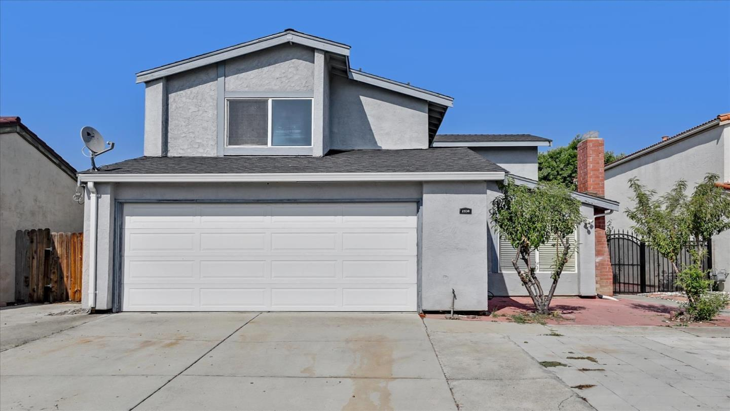 A Gorgeous Single-Family Home 4 Bedrooms, 2.5 Bathrooms in Edge neighborhood of Evergreen, walking distance to malls and supermarkets, highly rated public school system. Located in a quiet Street, safe neighborhood, Open Floor Plan, Comfortable living room, fireplace, Gourmet Kitchen with granite counter top, Formal dining room, Wood Cabinets, Tile and Engineered Laminate Flooring, Inside Laundry, Central heater, Large Front and Back Yard, Private Patio, and much more.