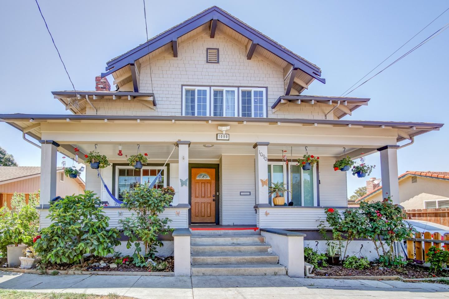 Detail Gallery Image 1 of 23 For 1090 Powell St, Hollister,  CA 95023 - 3 Beds   2 Baths
