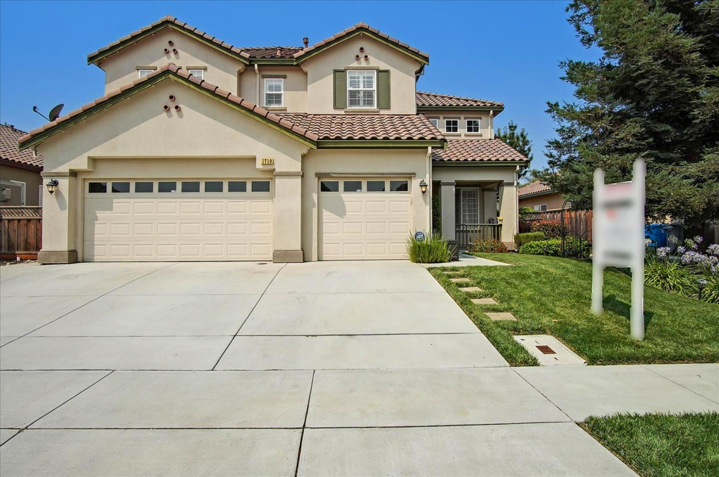 Detail Gallery Image 1 of 55 For 1710 Morning Glory Dr, Hollister,  CA 95023 - 5 Beds   3 Baths