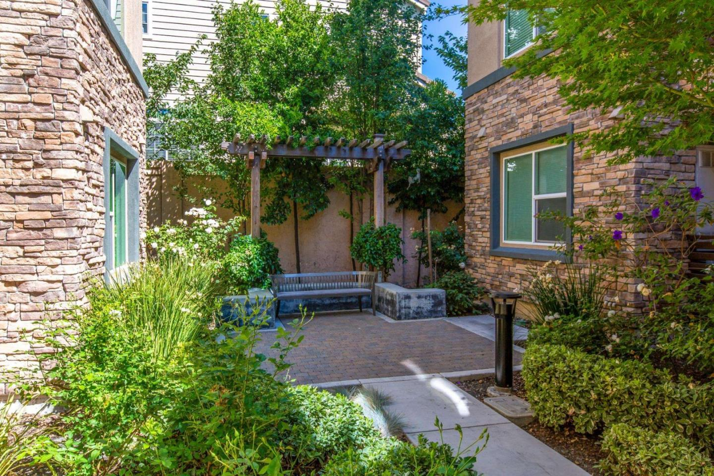 Detail Gallery Image 1 of 1 For 1120 Karby Ter #203,  Sunnyvale,  CA 94089 - 2 Beds | 2 Baths