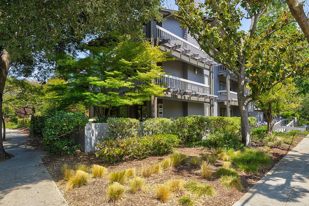 Detail Gallery Image 1 of 12 For 119 Emerson St, Palo Alto,  CA 94301 - 2 Beds   2 Baths