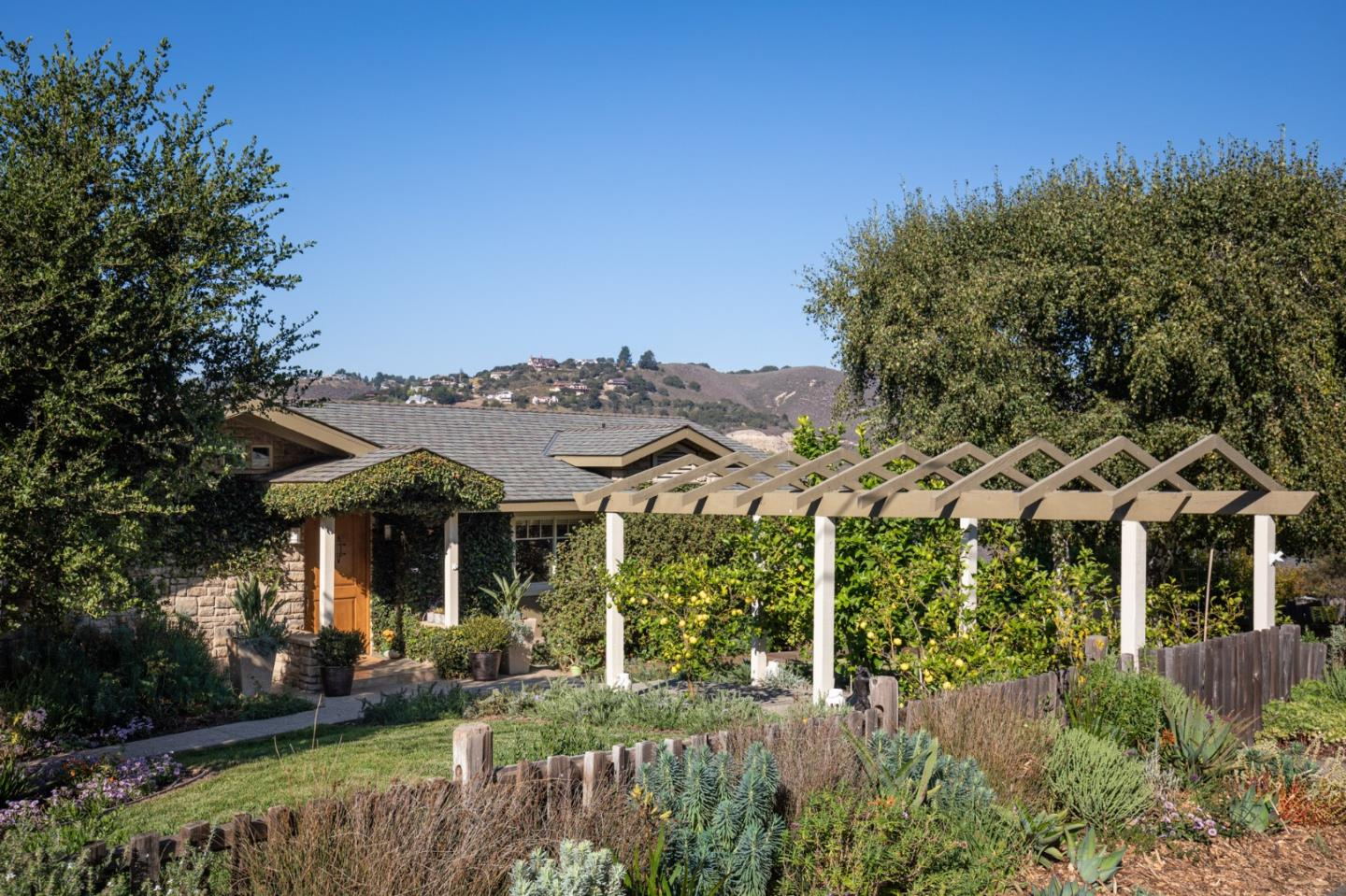 Detail Gallery Image 1 of 22 For 9865 Palisade Dr, Carmel,  CA 93923 - 4 Beds | 2/1 Baths