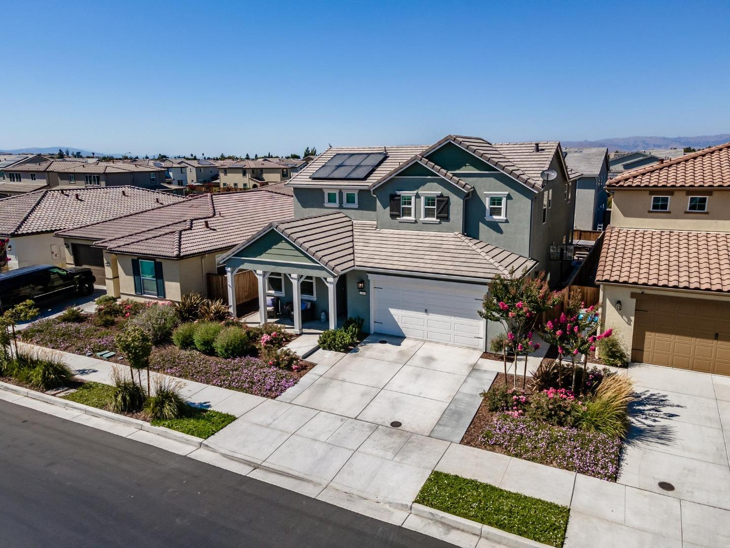 Detail Gallery Image 1 of 30 For 760 Cerrato Way, Hollister,  CA 95023 - 4 Beds   3/1 Baths