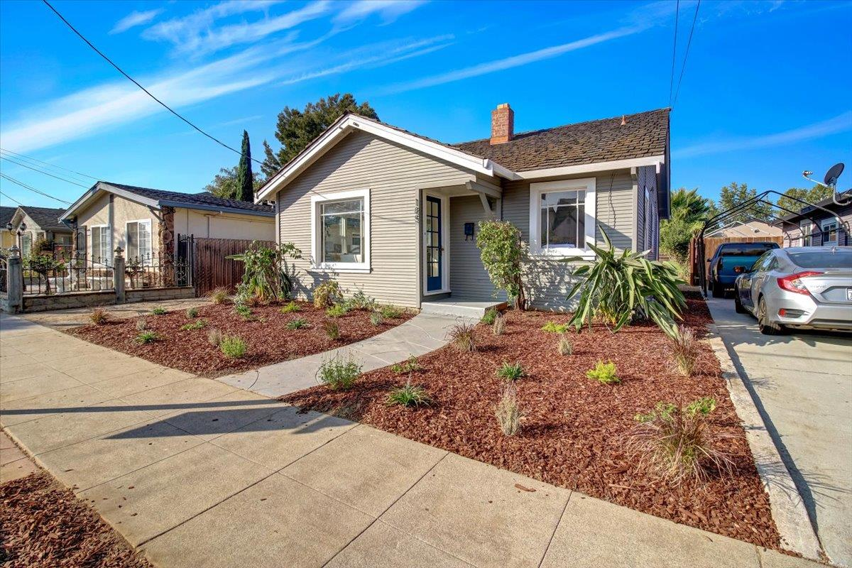 Detail Gallery Image 1 of 25 For 185 N 26th St, San Jose,  CA 95116 - 2 Beds   1 Baths