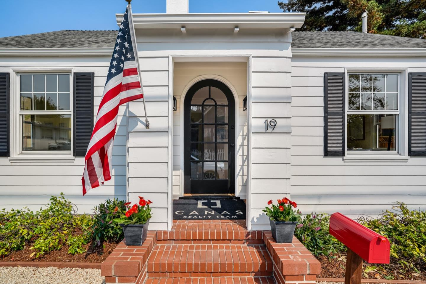 Detail Gallery Image 1 of 1 For 19 Saint Johns Ct, San Mateo,  CA 94401 - 2 Beds   1 Baths
