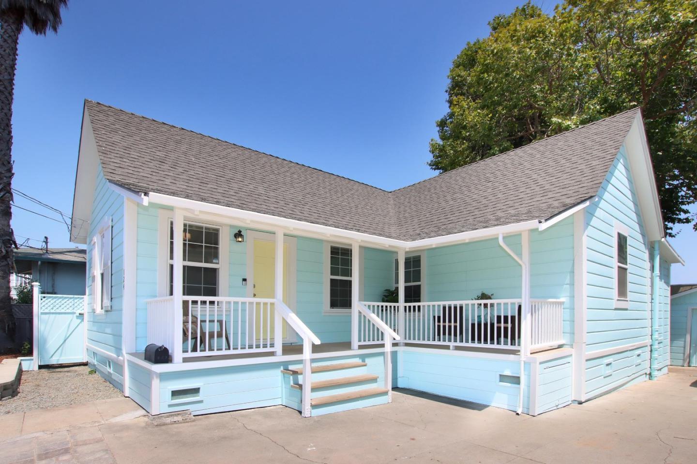 Detail Gallery Image 1 of 1 For 124 Holden St, Santa Cruz,  CA 95060 - 2 Beds   2 Baths