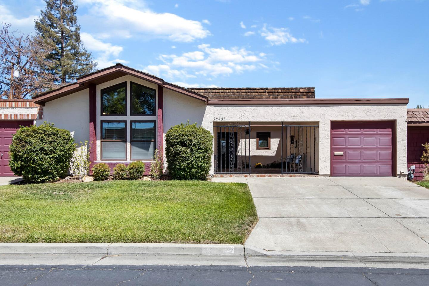Detail Gallery Image 1 of 1 For 19837 Beekman Pl, Cupertino,  CA 95014 - 3 Beds   2 Baths