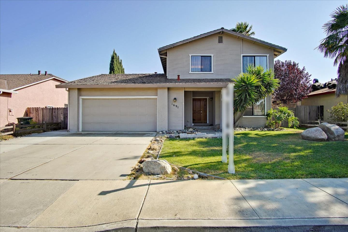 Detail Gallery Image 1 of 1 For 1691 Sausalito Dr, Hollister,  CA 95023 - 4 Beds   1/2 Baths