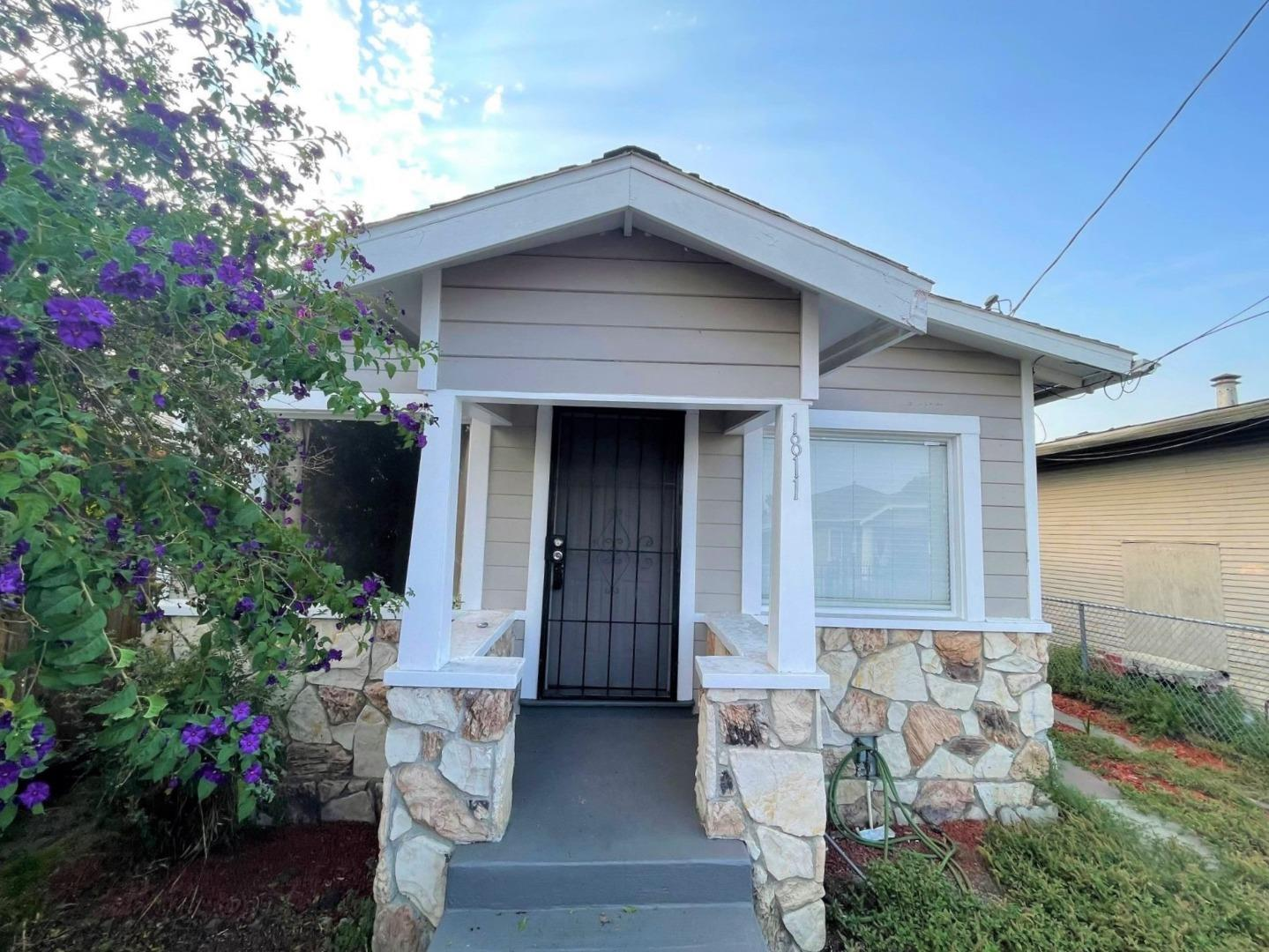 Detail Gallery Image 1 of 1 For 1811 70th Ave, Oakland,  CA 94621 - 2 Beds   1 Baths