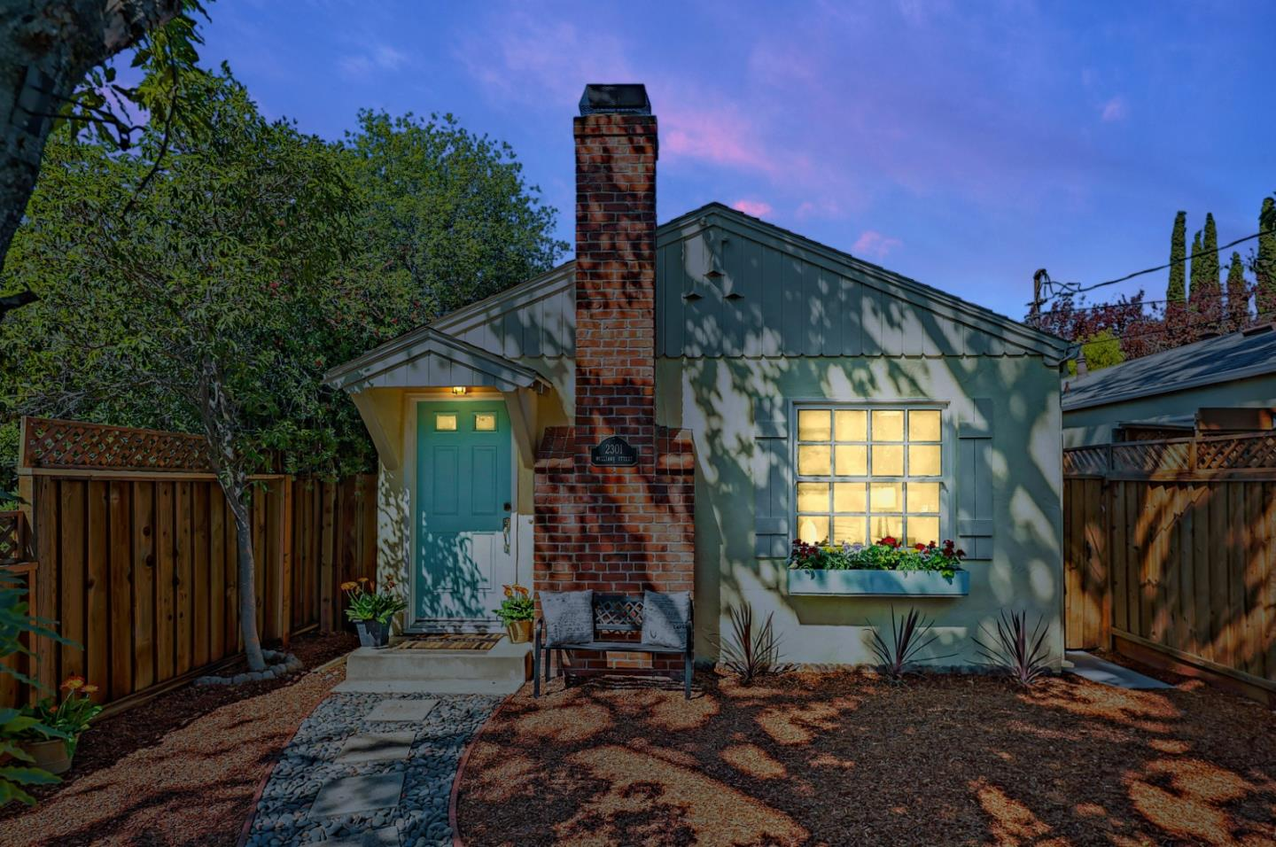 Detail Gallery Image 1 of 21 For 2301 Williams St, Palo Alto,  CA 94306 - 2 Beds | 1 Baths