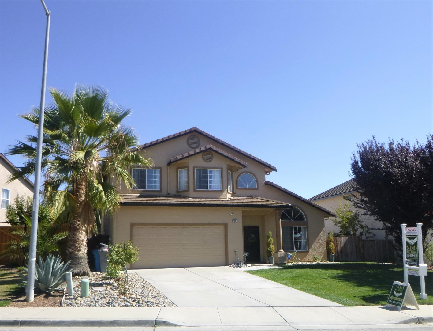 Detail Gallery Image 1 of 21 For 2441 Yarrow St, Hollister,  CA 95023 - 5 Beds   3 Baths