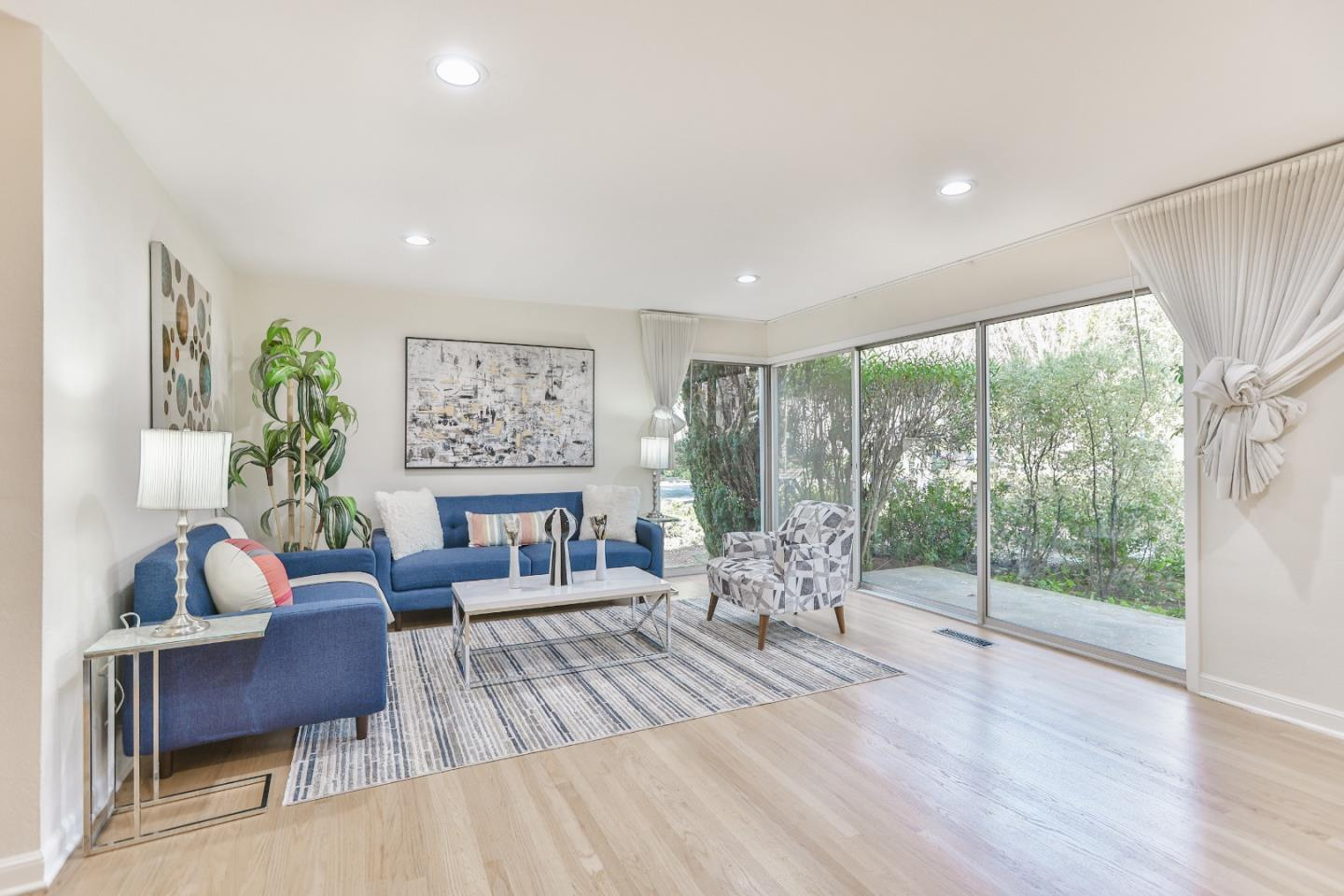Detail Gallery Image 1 of 44 For 750 University Ave, Palo Alto,  CA 94301 - 2 Beds | 2 Baths